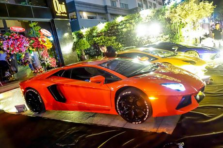 'Loa mat' truoc dan sieu xe toan Lamborghini tu hoi tai Sai Gon - Anh 1