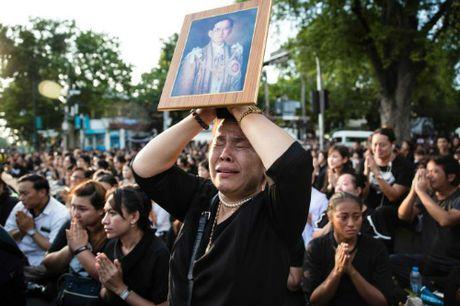 Thai Lan cam doi gia ao den khi nguoi dan de tang Quoc vuong - Anh 1