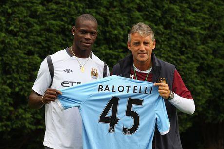 Su that vu Mancini xo xat voi Balotelli - Anh 2