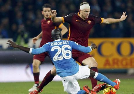 Dzeko ghi ban am am, AS Roma huy diet Napoli - Anh 1
