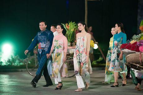 Loat nghe si gao coi dien ao dai trinh dien thoi trang - Anh 3