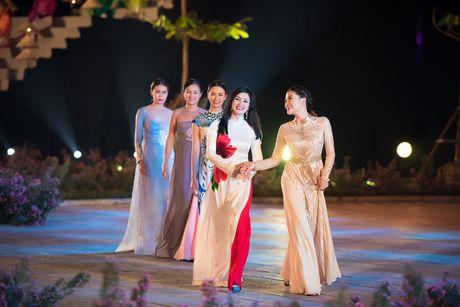 Loat nghe si gao coi dien ao dai trinh dien thoi trang - Anh 5