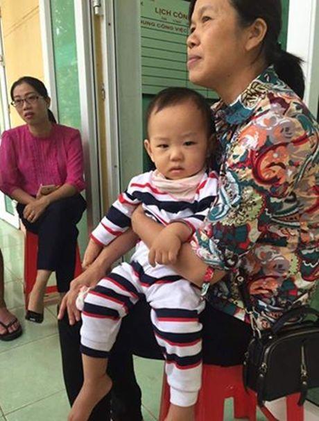 Xot thuong be trai bi bo roi truoc cong truong o Vinh Phuc - Anh 1