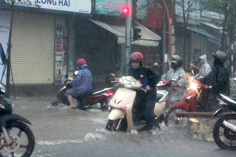 Quang Binh: Nuoc lu da chia cat hai huyen mien nui - Anh 6
