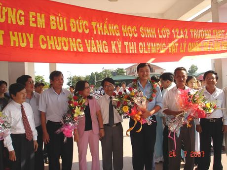 Truong THPT chuyen Le Quy Don (Da Nang): 30 nam uom qua ngot cho doi - Anh 2