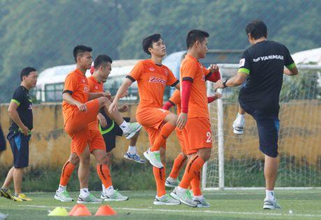 Tien Dung tap buoi dau, HLV Huu Thang thay doi ke hoach phut chot - Anh 14
