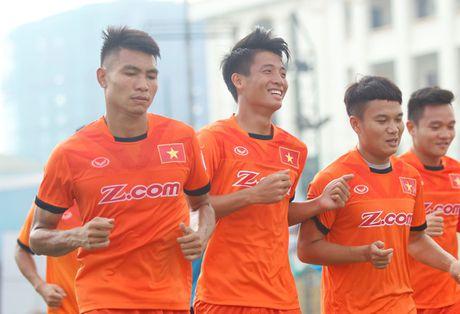 Tien Dung tap buoi dau, HLV Huu Thang thay doi ke hoach phut chot - Anh 1