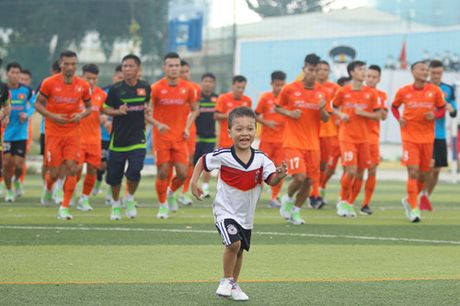 Tien Dung tap buoi dau, HLV Huu Thang thay doi ke hoach phut chot - Anh 6