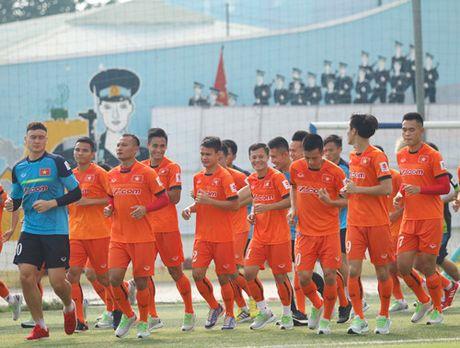 Tien Dung tap buoi dau, HLV Huu Thang thay doi ke hoach phut chot - Anh 7