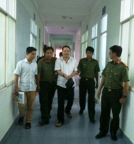 """Phat hien quan ham cap tuong cong an trong nha giam doc """"lua dao"""" - Anh 1"""