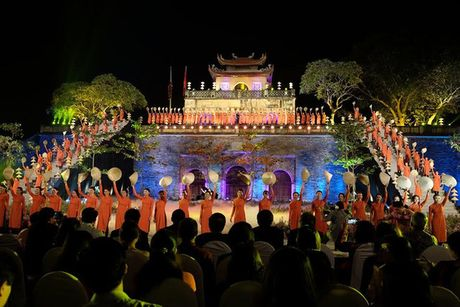 Le khai mac Festival Ao dai Ha Noi 2016: Hoi tu tinh hoa cua ve dep truyen thong Viet Nam - Anh 1