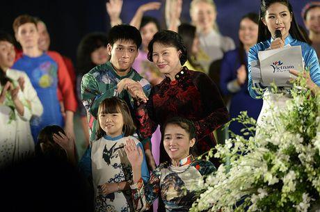Le khai mac Festival Ao dai Ha Noi 2016: Hoi tu tinh hoa cua ve dep truyen thong Viet Nam - Anh 2