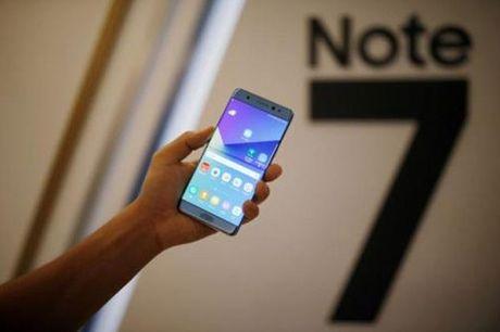 My cam mang Samsung Galaxy Note7 len may bay - Anh 1