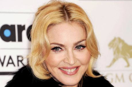 Madonna duoc vinh danh la Nguoi phu nu cua nam 2016 - Anh 1