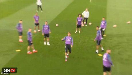 """Bi dong doi """"xo kim"""", Ronaldo noi gian - Anh 3"""
