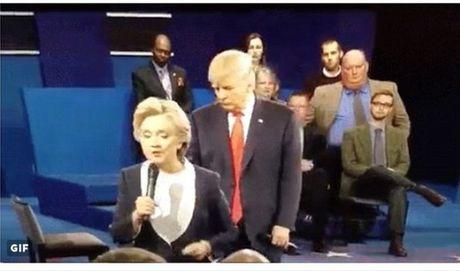 "Ba Clinton bat ngo trai long ve su ""rinh rap"" cua ong Trump - Anh 2"
