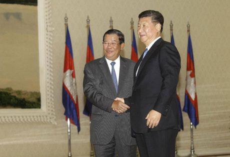 Trung Quoc chuyen 15 trieu USD cho Bo Quoc phong Campuchia - Anh 1