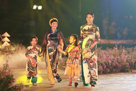 Nhung bo tac pham tuyet dep cua Hoa hau Ngoc Han trong Festival Ao dai - Anh 10