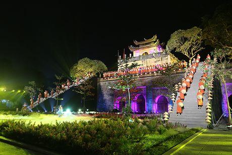 Nhung bo tac pham tuyet dep cua Hoa hau Ngoc Han trong Festival Ao dai - Anh 1