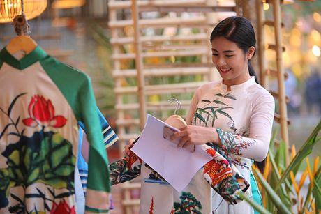 Nhung bo tac pham tuyet dep cua Hoa hau Ngoc Han trong Festival Ao dai - Anh 2