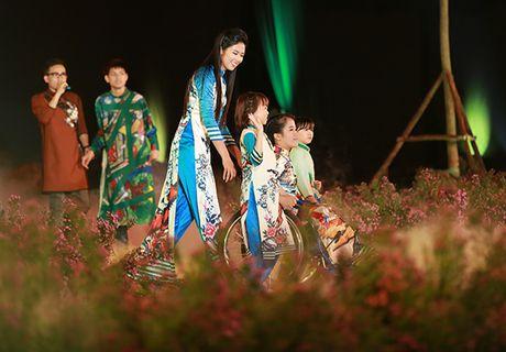 Nhung bo tac pham tuyet dep cua Hoa hau Ngoc Han trong Festival Ao dai - Anh 8