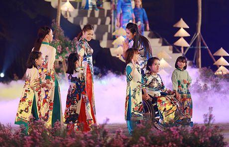 Nhung bo tac pham tuyet dep cua Hoa hau Ngoc Han trong Festival Ao dai - Anh 9