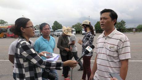 Gan 20 nha xe o Quang Tri ngung hoat dong de phan doi xe du - Anh 2