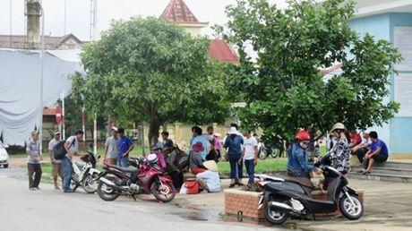 Gan 20 nha xe o Quang Tri ngung hoat dong de phan doi xe du - Anh 3