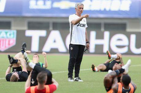 MU: Chia khoa thang Liverpool, Mourinho chi ren the luc - Anh 1