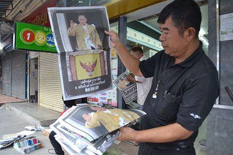 Hang van nguoi dan Thai Lan don linh cuu Quoc vuong ve cung dien - Anh 7