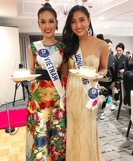 Phuong Linh hanh phuc don tuoi 19 ben thi sinh Hoa hau Quoc te 2016 - Anh 2
