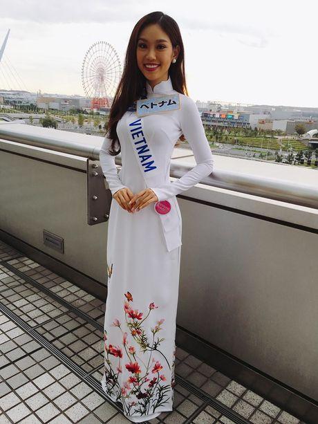 Phuong Linh hanh phuc don tuoi 19 ben thi sinh Hoa hau Quoc te 2016 - Anh 6