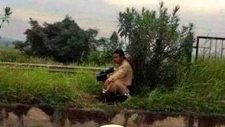 'Nup bui cay ban toc do': Bo Cong an khang dinh hoa trang la can thiet - Anh 1