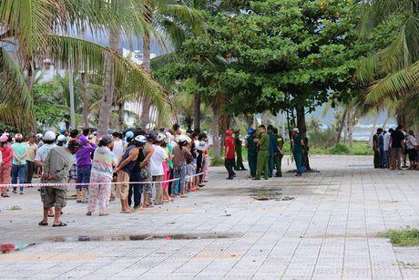Nhan vien bao ve bai tam chet bat thuong gan mieng cong - Anh 2