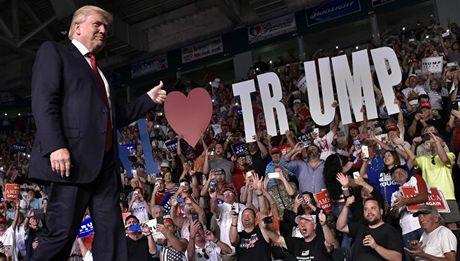 Ong Trump cao buoc truyen thong My 'dua tin khong kiem chung' - Anh 1