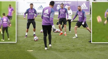 Ronaldo 'que do' vi bi Danilo 'xo kim' - Anh 1