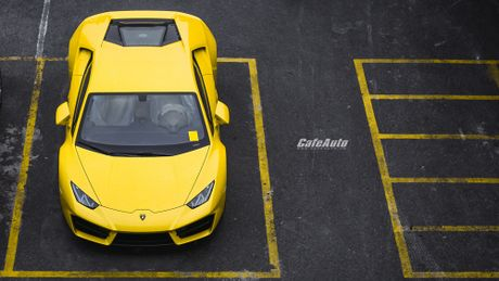 Chi tiet Lamborghini Huracan LP580-2 chinh hang thu 2 ve Viet Nam - Anh 10