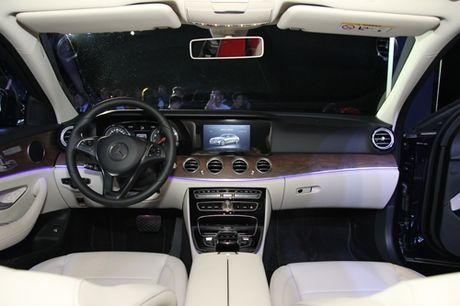 Mercedes E-class the he moi gia 2,1 ty tai Viet Nam - Anh 2