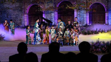 Festival Ao dai Ha Noi: Khong chi la thoi trang ma con la cau chuyen van hoa - Anh 2