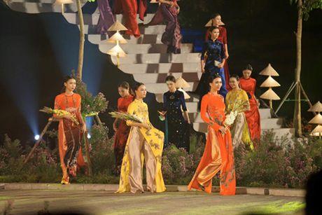 Festival Ao dai Ha Noi: Khong chi la thoi trang ma con la cau chuyen van hoa - Anh 6
