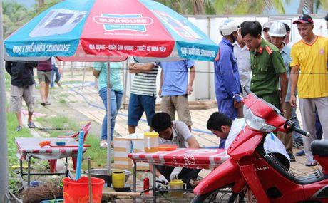 Da Nang: Phat hien thi the bao ve chet bat thuong tren bai bien - Anh 2
