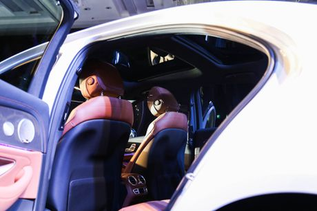 Chi tiet Mercedes E300 AMG gia tren 3 ty vua ra mat tai VN - Anh 12