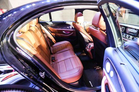 Chi tiet Mercedes E300 AMG gia tren 3 ty vua ra mat tai VN - Anh 13