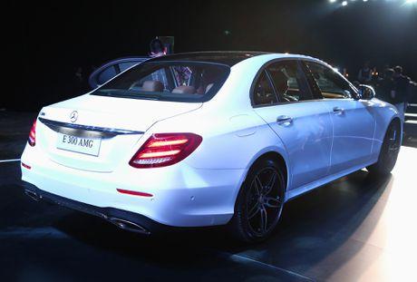Chi tiet Mercedes E300 AMG gia tren 3 ty vua ra mat tai VN - Anh 15