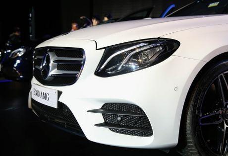 Chi tiet Mercedes E300 AMG gia tren 3 ty vua ra mat tai VN - Anh 4