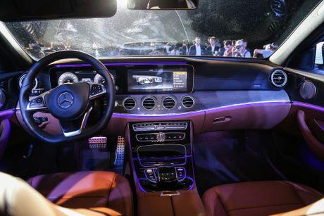 Chi tiet Mercedes E300 AMG gia tren 3 ty vua ra mat tai VN - Anh 8