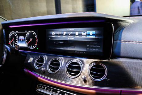 Chi tiet Mercedes E300 AMG gia tren 3 ty vua ra mat tai VN - Anh 9