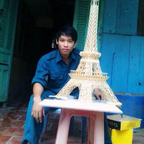 9X An Giang lam thap Eiffel phat sang tu 70.000 que tam tre - Anh 2