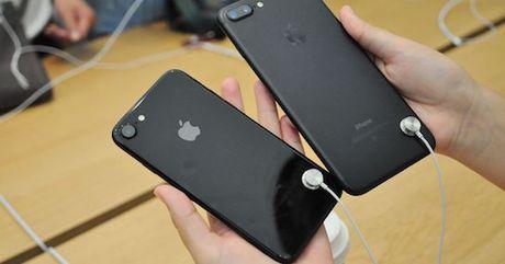 Apple loai bo cap bao ve iPhone, iPad trung bay - Anh 2