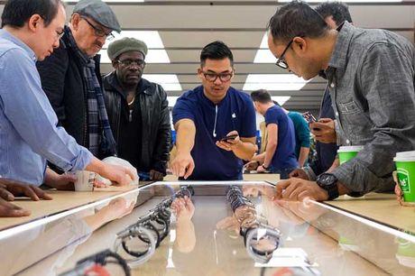 Apple bo cap bao ve, gan phan mem chong trom cho iPhone - Anh 1